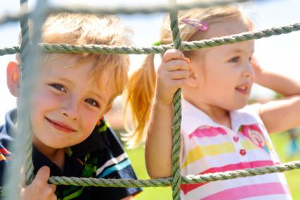 Alte Kinderspiele Neu Entdecken Spiele Für Drinnen Und Draußen