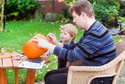 anleitung zum k rbis schnitzen mit kindern die seite f r v ter. Black Bedroom Furniture Sets. Home Design Ideas