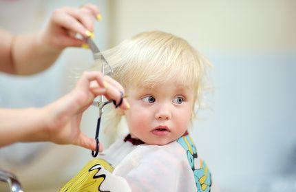 Kleinen Kindern Die Haare Schneiden Wenn Eltern Selbst Zur Schere