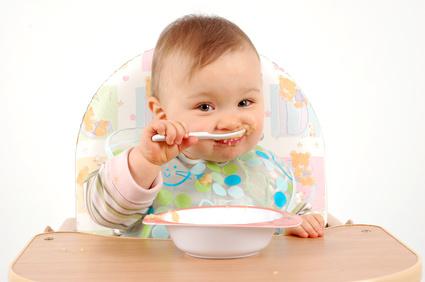 selber essen lernen so unterst tzen sie ihr kind die seite f r v ter. Black Bedroom Furniture Sets. Home Design Ideas