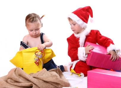 weihnachtsgeschenke auspacken damit ihr klein kind. Black Bedroom Furniture Sets. Home Design Ideas